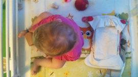 Cómo cambiar el pañal a tu bebé de 9 meses (de forma respetuosa)
